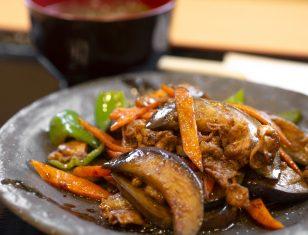ぎゅーぎゅー亭【季節限定】 秋なすのピリ辛味噌炒め定食